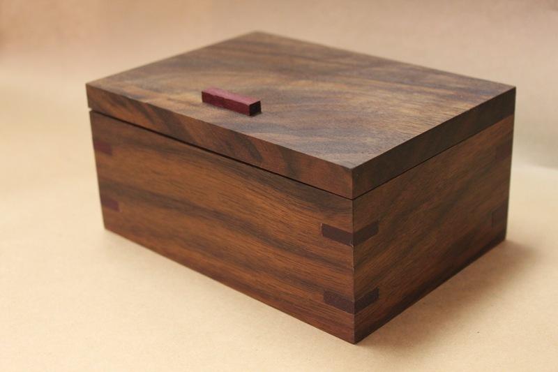 Хорошо обработанная древесина может быть красивой сама посебе